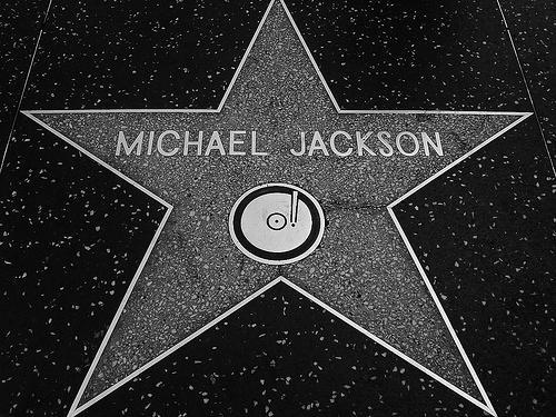Photos με τραγουδιστές/ -στριες και συγκροτήματα Michael-jackson-rip
